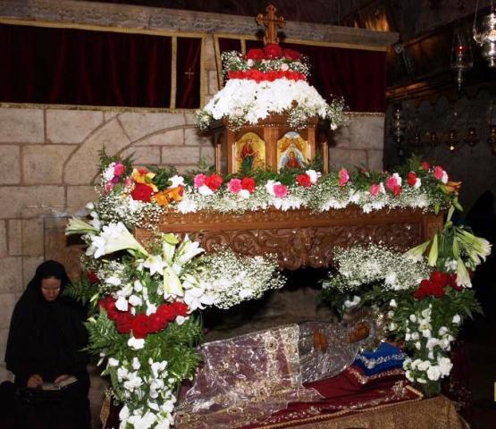 Молитва поред покрова - плаштаницe Пресвете Богородице у Гетсиманском врту